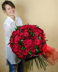 1369921175buchete_trandafiri_rosii,_buchet_101_trandafiri_rosii
