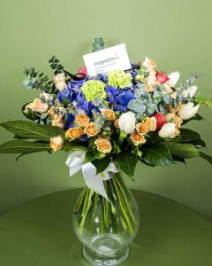 1374051220buchet_trandafiri_hydrangea_lalele_garoafe_cordyline_aralia