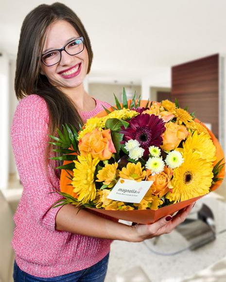 Buchet mix cu gerbera, trandafiri şi crizanteme