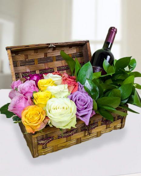 Aranjament trandafiri cu sticlă de vin