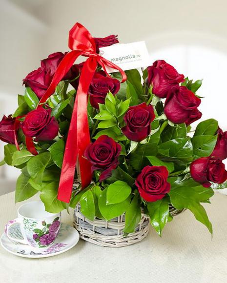 Coş cu 21 de trandafiri roşii