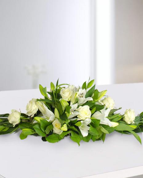 Aranjament funerar din crini şi trandafiri