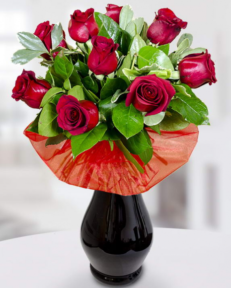Buchet din 9 trandafiri roşii cu salal şi pittosporum