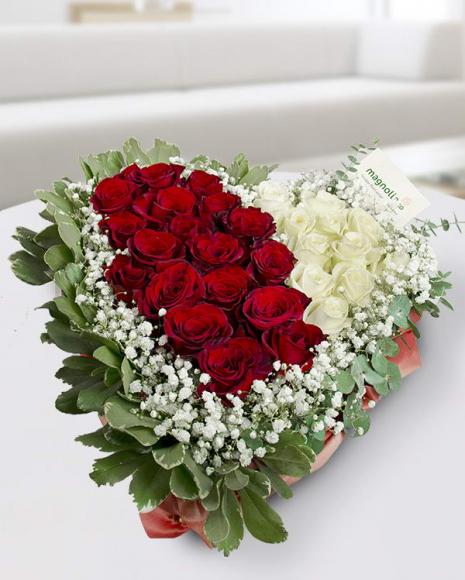 Aranjament cu 29 trandafiri în formă de inimă