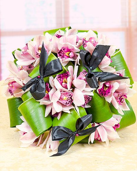 Buchet din orhidee cymbidium şi aspidistra