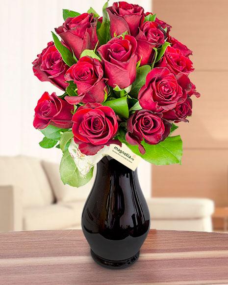 Buchet cu 19 trandafiri roşii