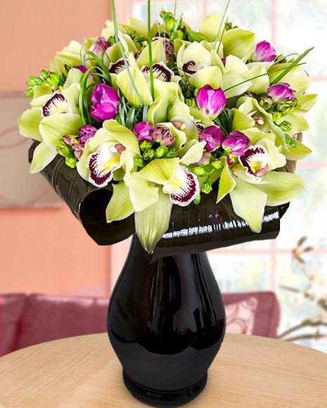 Buchet orhidee cymbidium, frezii şi cordyline