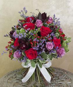 Buchet de lux cu trandafiri şi hypericum