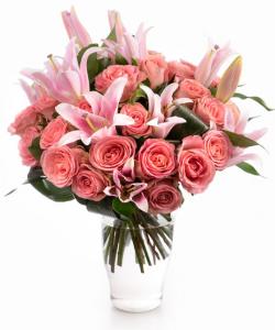 Buchet trandafiri roz și crini