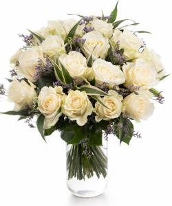 Buchet cu trandafiri albi și limonium