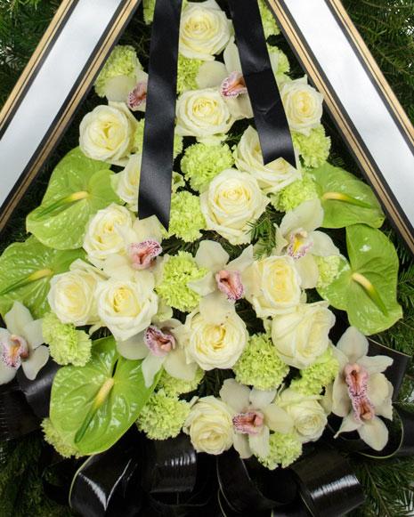 Coroana funerara cu orhidee si trandafiri