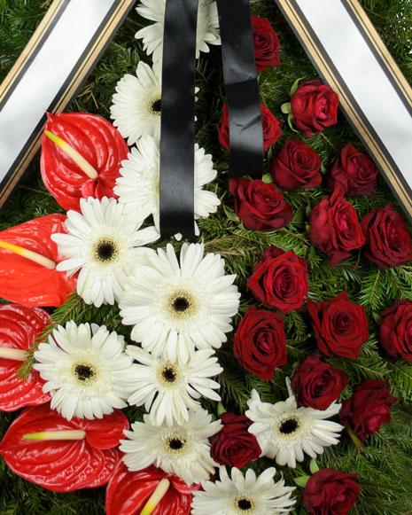 Coroana funerara cu gerbera si trandafiri