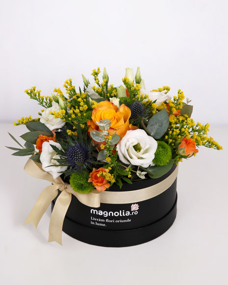 Cutie cu flori albe si portocalii