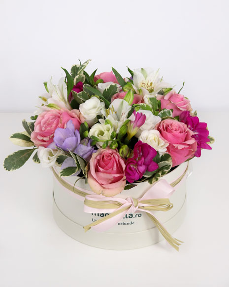 Box with freesias and pink roses