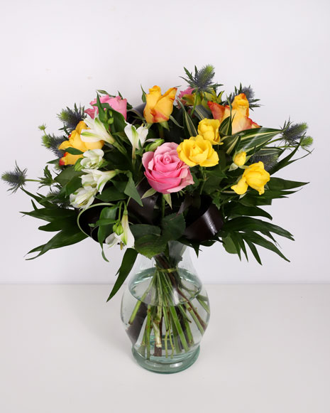 Bouquet of roses and eryngium