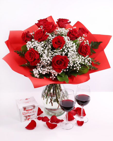 Bouquet of red roses and Raffaello