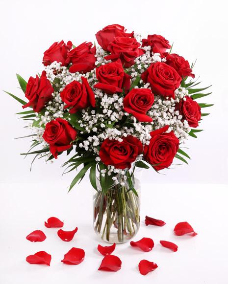 Buchet cu trandafiri roşii şi gypsophila