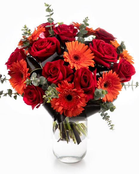 Buchet trandafiri rosii şi gerbere portocalii