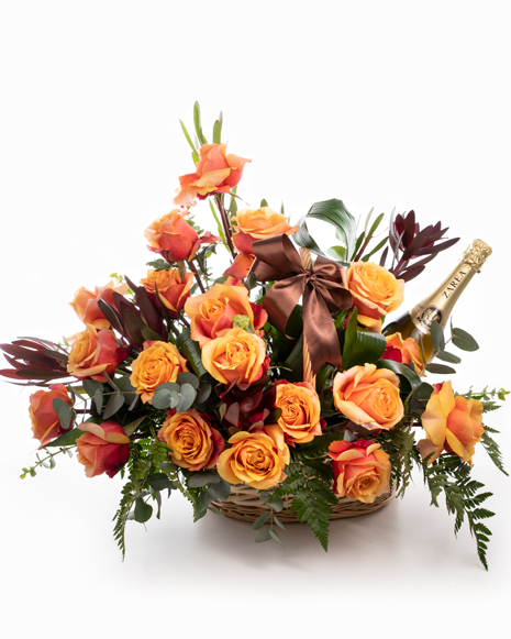 Arrangement with roses and sparkling wine