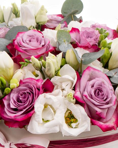Cutie cu trandafiri mov si frezii