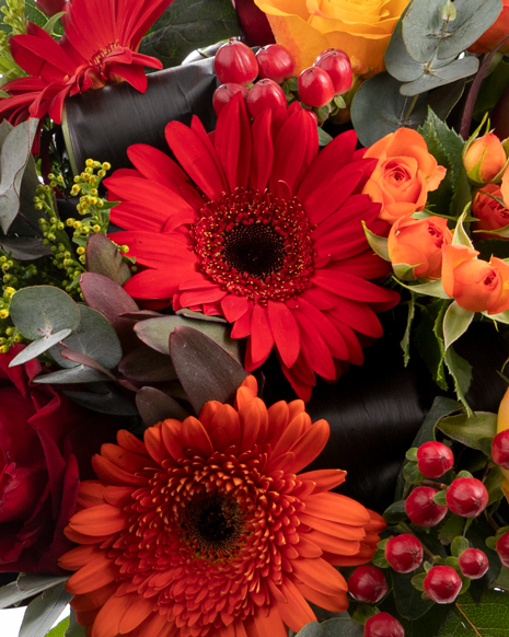 Bouquet of gerbera and roses