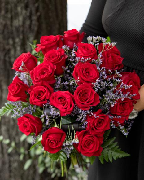 Buchet trandafiri roşii şi limonium