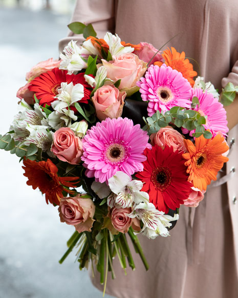Flori colorate în buchet asortat