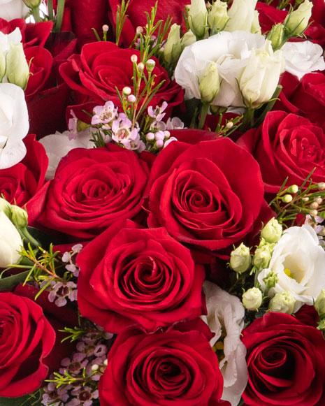 Buchet cu trandafiri roşii şi eustoma