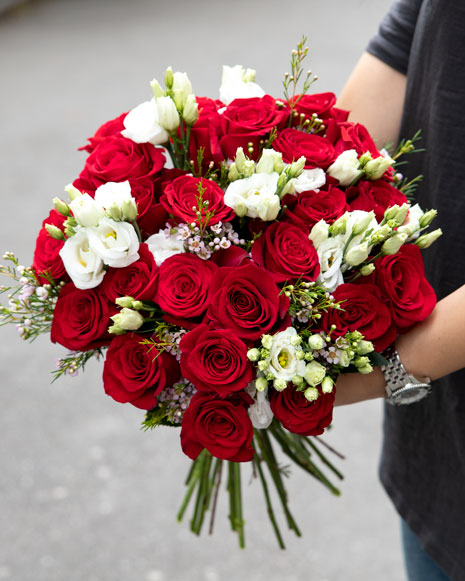 Bouquet with red roses and eustoma