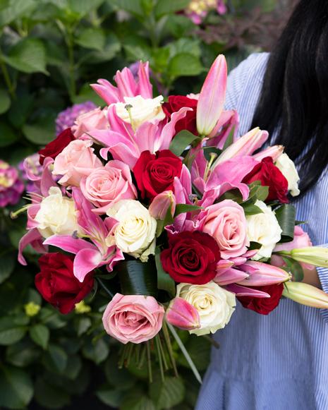 Buchet cu trandafiri şi crini
