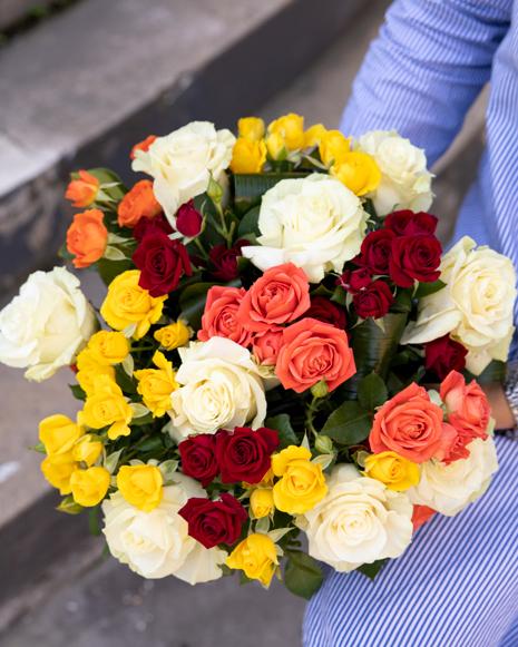Buchet cu trandafiri ramificaţi