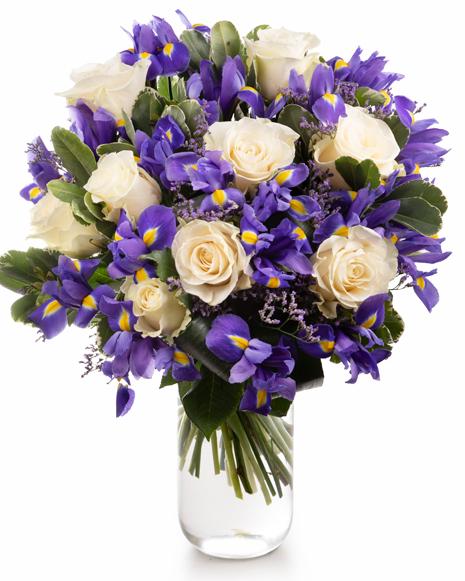 Buchet cu trandafiri albi și iriși