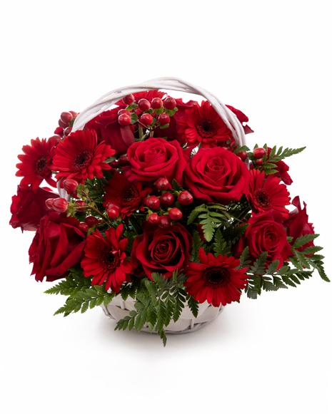 Coș cu trandafiri şi gerbere roşii