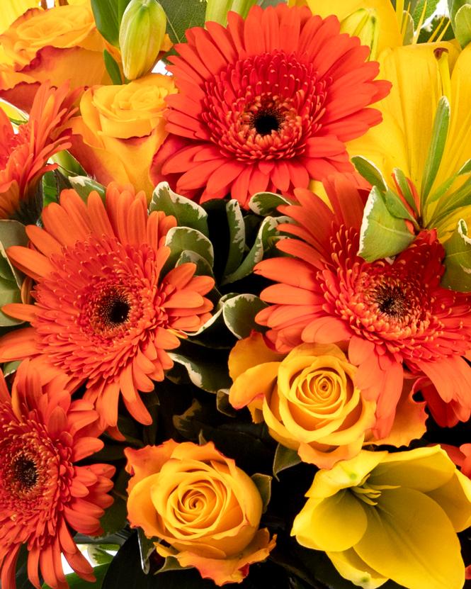 Buchet din crini, gerbera şi trandafiri