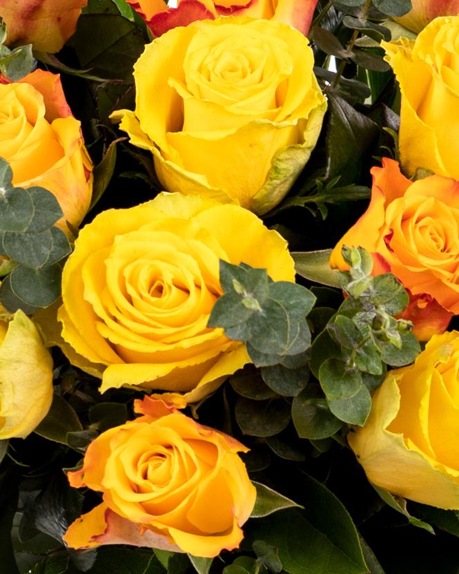 Buchet cu trandafiri galbeni și portocalii