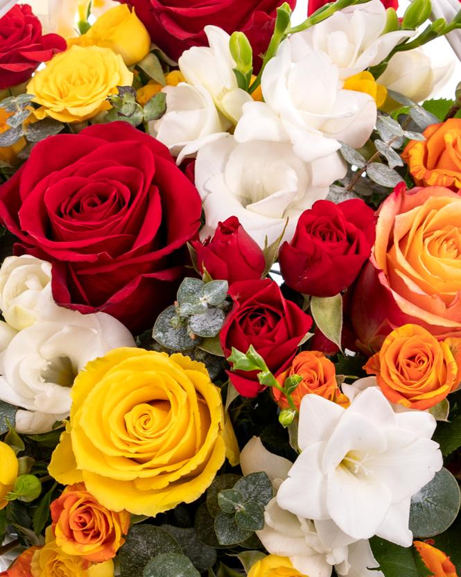 Cosulet cu trandafiri multicolori