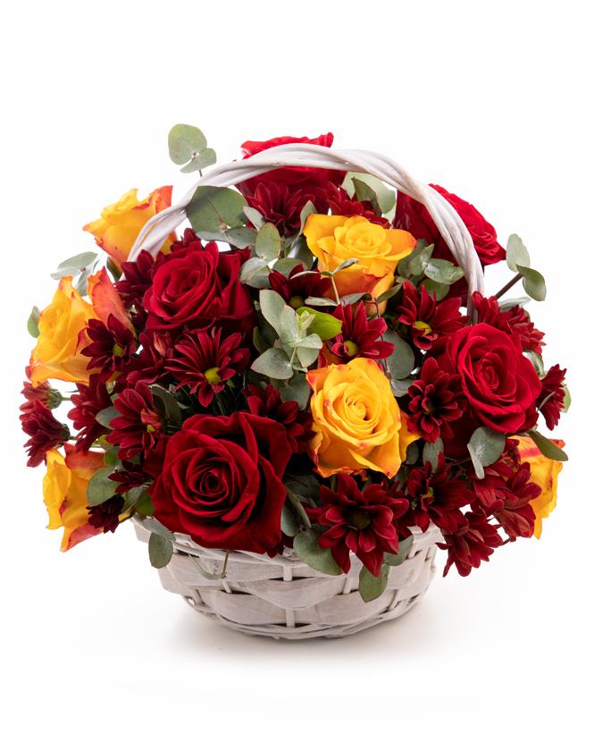 Coş crizanteme şi trandafiri