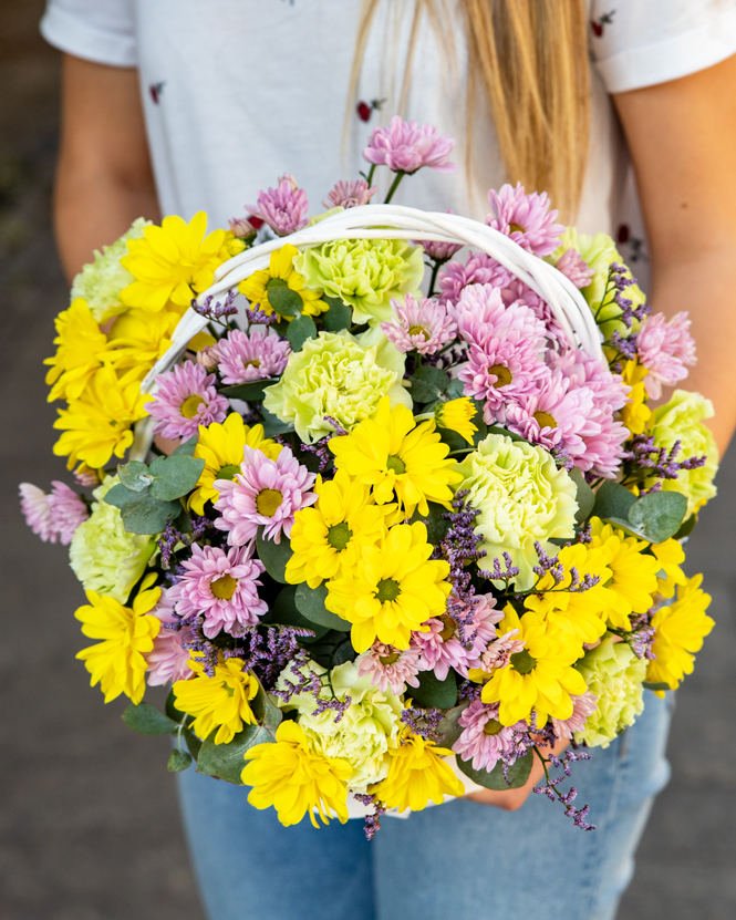 Basket with chrysanthemums and carnations