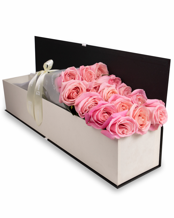 Box with pink roses