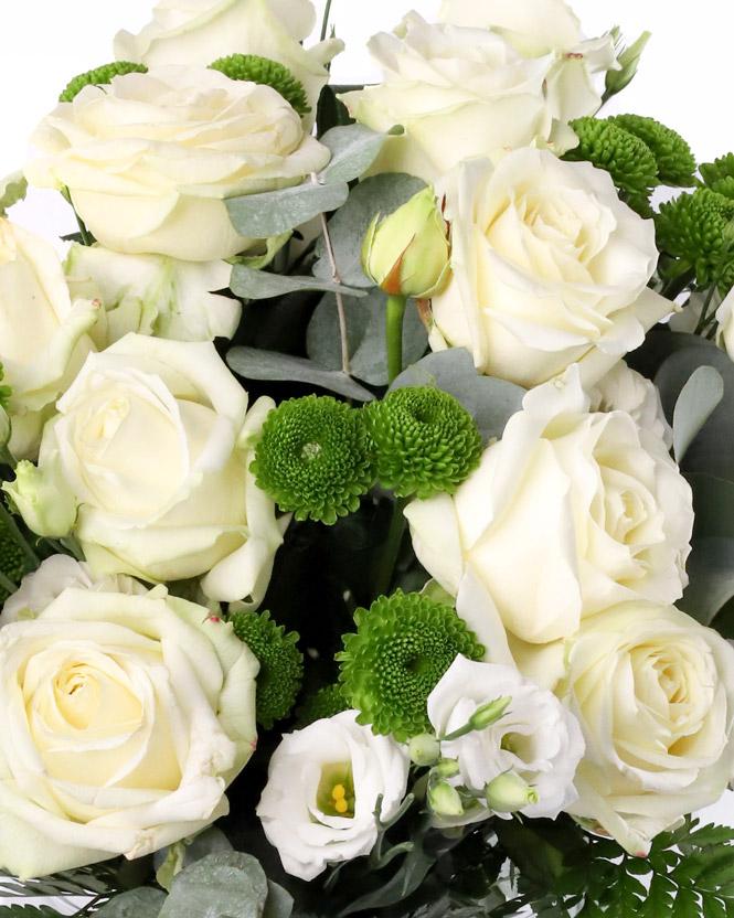 Buchet cu trandafiri albi