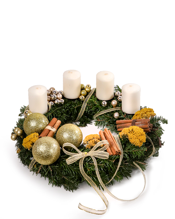 Advent wreath with cinamon