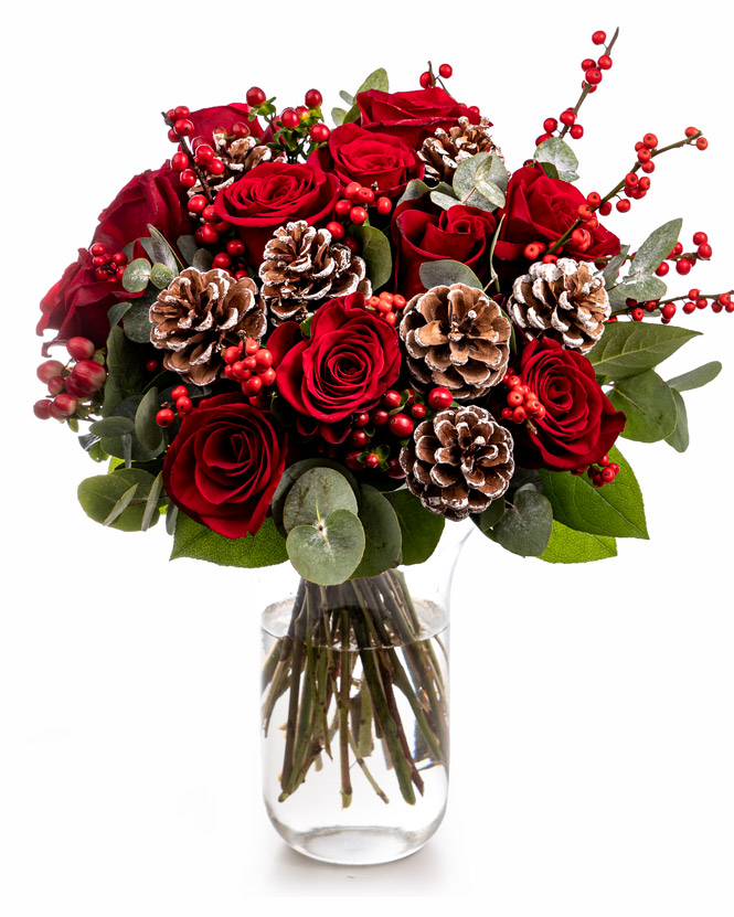 Winter bouquet with roses and pine cone