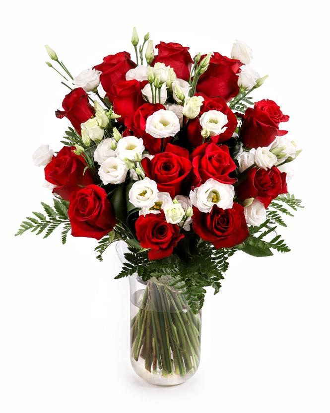 Buchet cu trandafiri, eustoma şi aspidistra