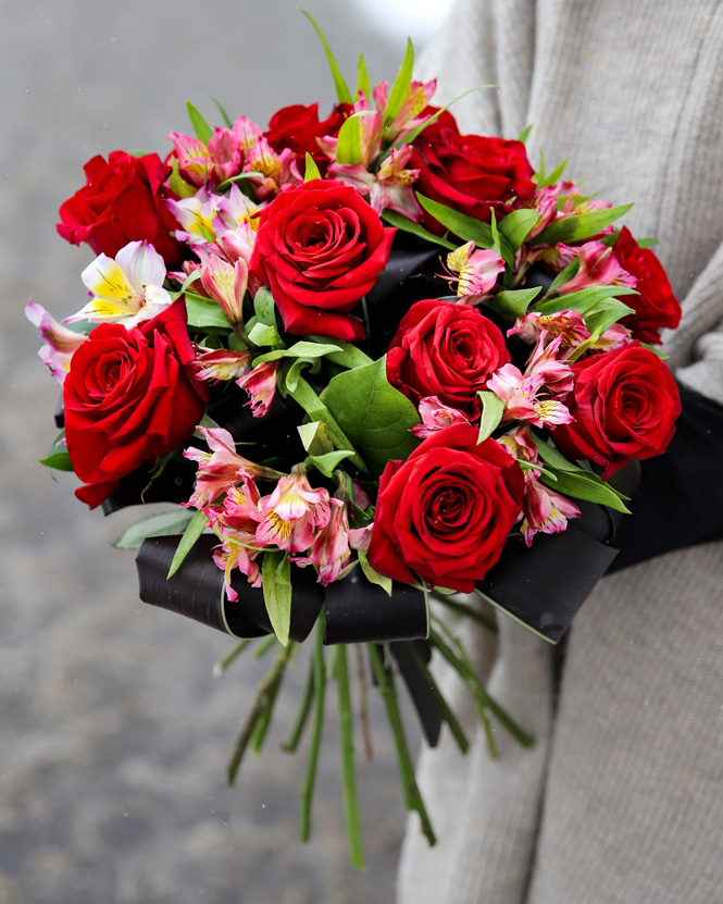 Buchet alstroemeria si trandafiri