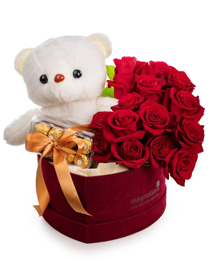 Trandafiri roșii in cutie inima