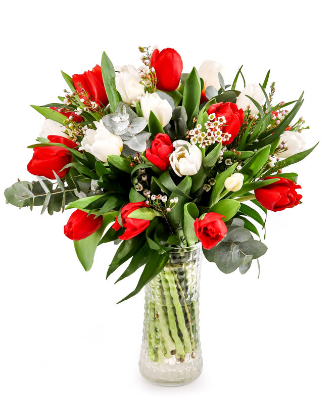 White and red tulip bouquet