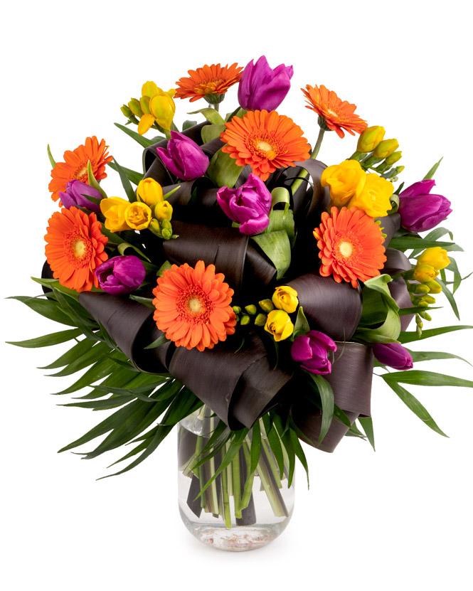 Buchet Flori de 8 martie Buchet frezii lalele si gerbera