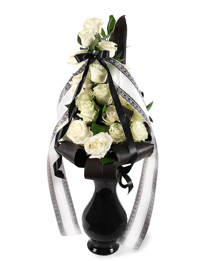 Buchet funerar cu trandafiri alb