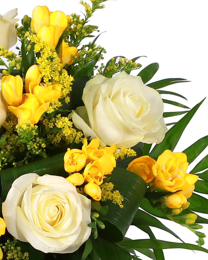 Coș cadou și buchet de flori