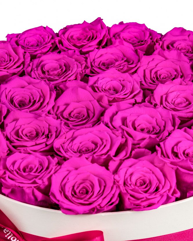 Box with pink preserved roses